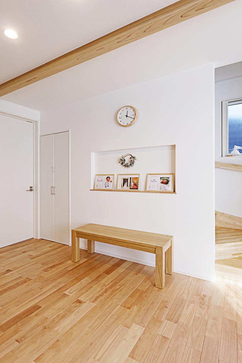 八千代市の注文住宅「レッドシダーパネリングが特徴的な木のぬくもりを感じる住宅」