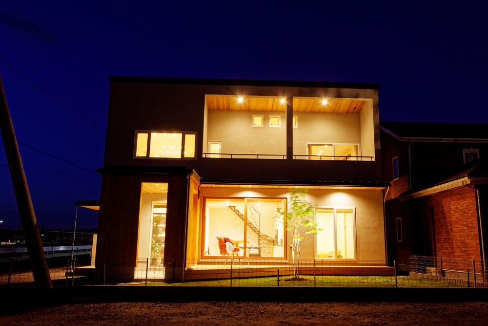 つくば市の注文住宅「自然を眺めながらBBQを楽しむウッドデッキがある家」